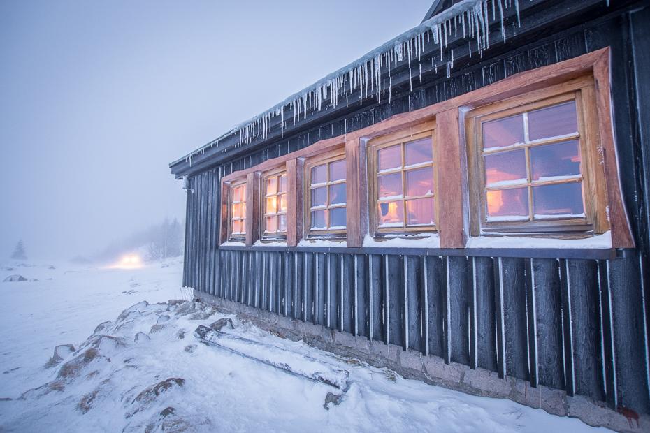 Samotnia Karkonosze Nikon D7100 Sigma 10-20mm f/3.5 HSM śnieg zimowy Dom zamrażanie dom niebo okno lód chatce fasada