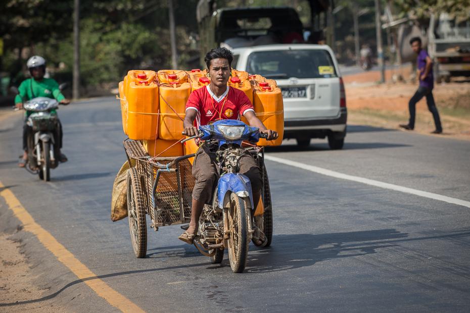Mistrzowie upakowania drodze Nikon D7200 AF-S Nikkor 70-200mm f/2.8G 0 Myanmar pojazd lądowy pojazd transport Droga samochód rodzaj transportu motocykl ulica pas ruchu rower