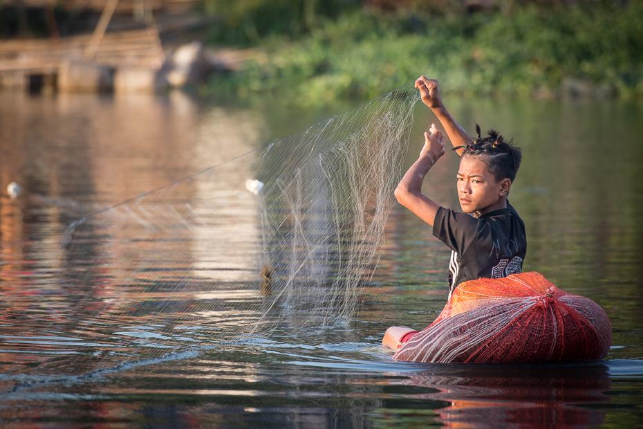 Stawianie sieci Ludzie Nikon D7100 AF-S Nikkor 70-200mm f/2.8G 0 Myanmar woda Natura arteria wodna rzeka zabawa dziewczyna drzewo wolny czas odbicie wakacje