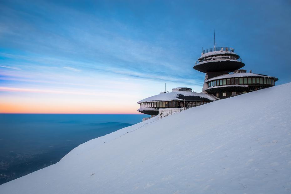 Śnieżka 0 Nikon D7100 AF-S Zoom-Nikkor 17-55mm f/2.8G IF-ED niebo morze śnieg Chmura Góra pasmo górskie zimowy lodowaty kształt terenu woda arktyczny