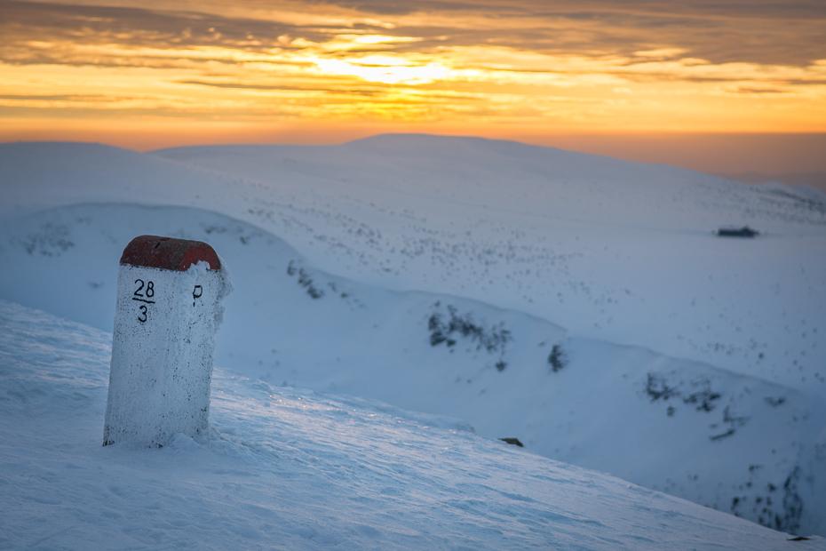 Śnieżka 0 Nikon D7100 AF-S Zoom-Nikkor 17-55mm f/2.8G IF-ED śnieg niebo zimowy zamrażanie górzyste formy terenu arktyczny Chmura zjawisko geologiczne wschód słońca ranek