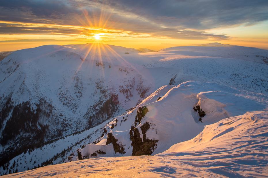 Śnieżka 0 Nikon D7100 AF-S Zoom-Nikkor 17-55mm f/2.8G IF-ED niebo górzyste formy terenu śnieg Góra zimowy pasmo górskie grzbiet spadł Chmura zamrażanie