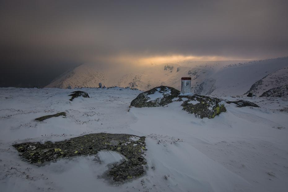 Karkonosze Nikon D7100 Sigma 10-20mm f/4-5.6 HSM śnieg zimowy niebo górzyste formy terenu zamrażanie Góra zjawisko geologiczne Chmura pasmo górskie spadł