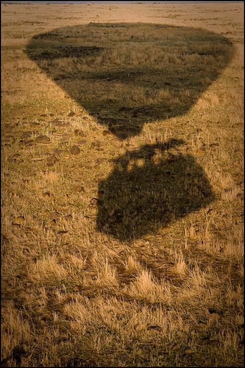 Masai Mara balonem Balon Nikon D300 AF-S Zoom-Nikkor 17-55mm f/2.8G IF-ED Kenia 0 łąka ekosystem pole trawa preria niebo rodzina traw gleba siano ecoregion