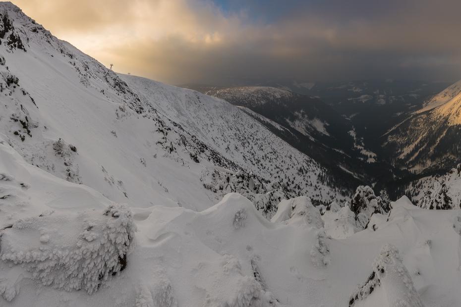 Karkonosze Nikon D7100 Sigma 10-20mm f/3.5 HSM górzyste formy terenu śnieg Góra pasmo górskie niebo zimowy grzbiet zjawisko geologiczne masyw górski Chmura