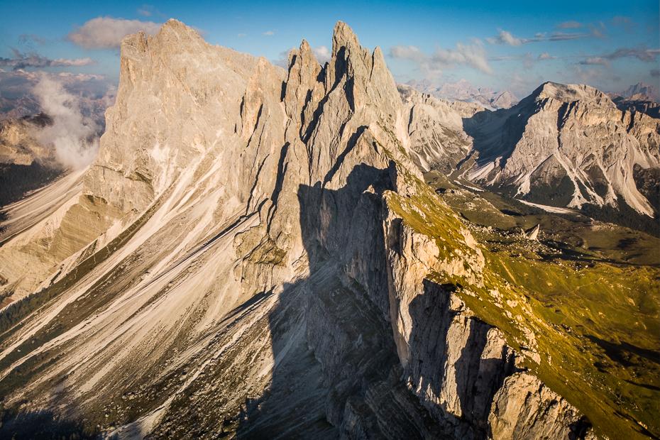 Seceda 0 Dolomity Mavic Air górzyste formy terenu Góra Badlands niebo pustynia pasmo górskie grzbiet grań Park Narodowy skała