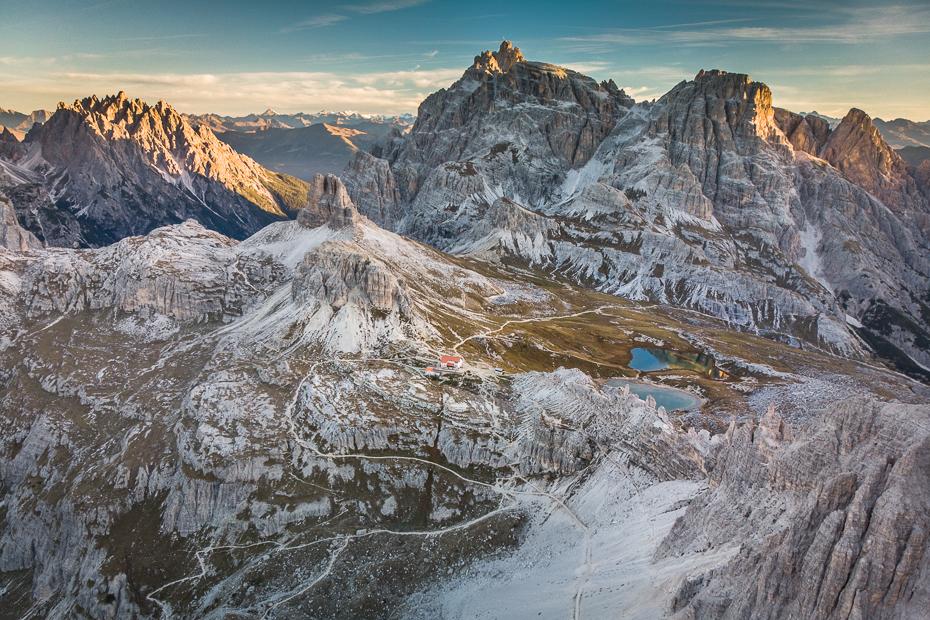 Tre Cime Lavaredo 0 Dolomity Mavic Air górzyste formy terenu Góra pasmo górskie niebo pustynia zimowy Badlands grzbiet Alpy śnieg
