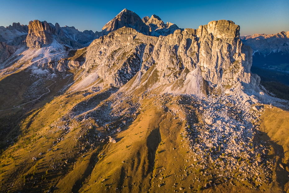 Passo Giau 0 Dolomity Mavic Air górzyste formy terenu Góra niebo pasmo górskie pustynia grzbiet skała Badlands Park Narodowy grań