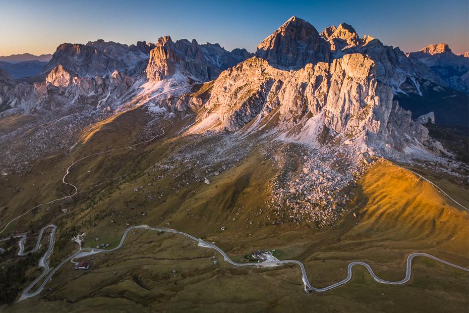 Passo Giau 0 Dolomity Mavic Air górzyste formy terenu Góra pasmo górskie pustynia niebo grzbiet Alpy masyw górski zamontuj scenerię ranek