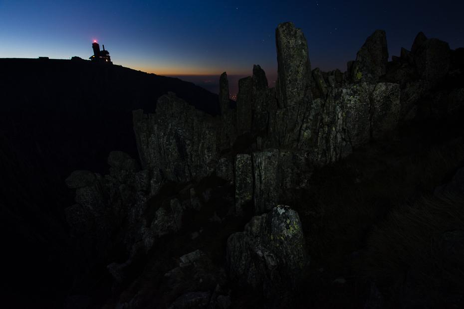 Śnieżne Kotły Karkonosze Nikon D7200 Sigma 10-20mm f/3.5 HSM skała niebo zjawisko geologiczne teren atmosfera noc Góra ciemność tworzenie krajobraz