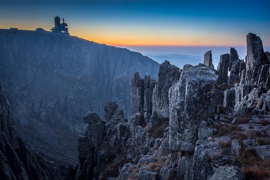 Śnieżne Kotły Karkonosze Nikon D7200 Sigma 10-20mm f/3.5 HSM Góra górzyste formy terenu niebo pustynia skała grzbiet Park Narodowy pasmo górskie zimowy ranek