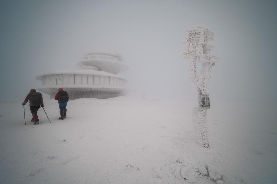 Śnieżka 0 Karkonosze Nikon Laowa D-Dreamer 12mm f/2.8 śnieg zimowy Zjawisko atmosferyczne zamrażanie burza śnieżna Burza śnieżna zjawisko geologiczne mgła zamglenie