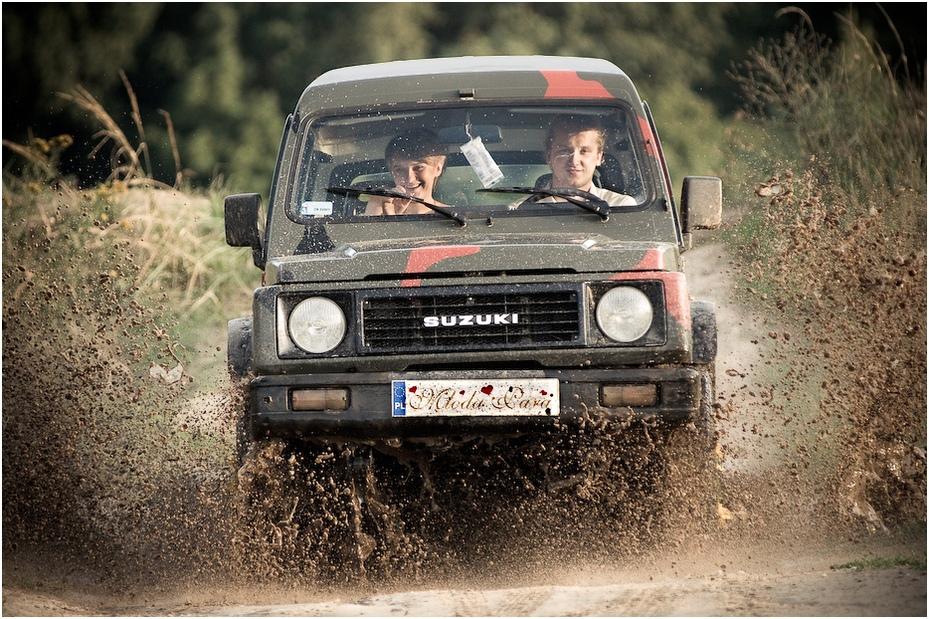 Plener Ewa Łukasz Nikon D300 Zoom-Nikkor 80-200mm f/2.8D Ślubne poza trasami samochód pojazd silnikowy pojazd roślina drzewiasta transport rajd projektowanie motoryzacyjne Pojazd terenowy mistrzostwa świata rajdowego