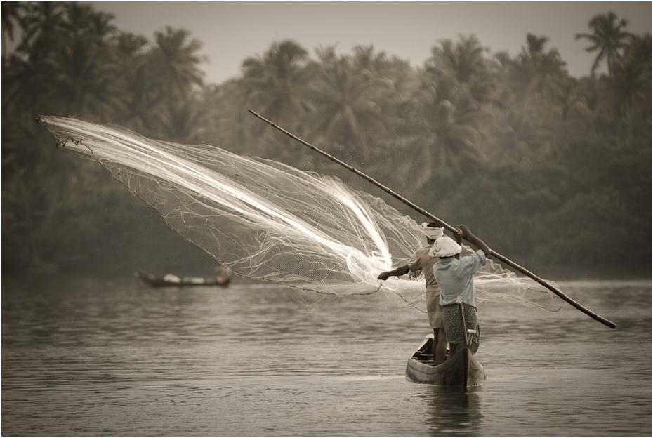 Rybacy Indie 0 Nikon D200 Zoom-Nikkor 80-200mm f/2.8D woda transport wodny czarny i biały arteria wodna fotografia rzeka fala fotografia monochromatyczna łodzie i sprzęt żeglarski oraz zaopatrzenie łódź