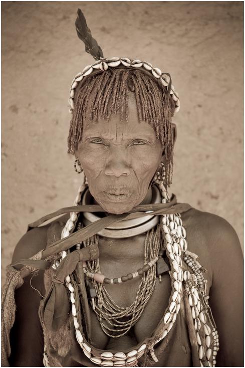 Hammer Ludzie Nikon D300 AF-S Micro Nikkor 60mm f/2.8G Etiopia 0 ludzie plemię czarny i biały dziewczyna wódz plemienia