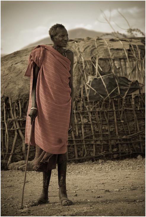 Starzec Samburu Ludzie Nikon D200 AF-S Micro-Nikkor 105mm f/2.8G IF-ED Kenia 0 fotografia na stojąco odzież wierzchnia dziewczyna sukienka człowiek ludzkie zachowanie zbiory fotografii