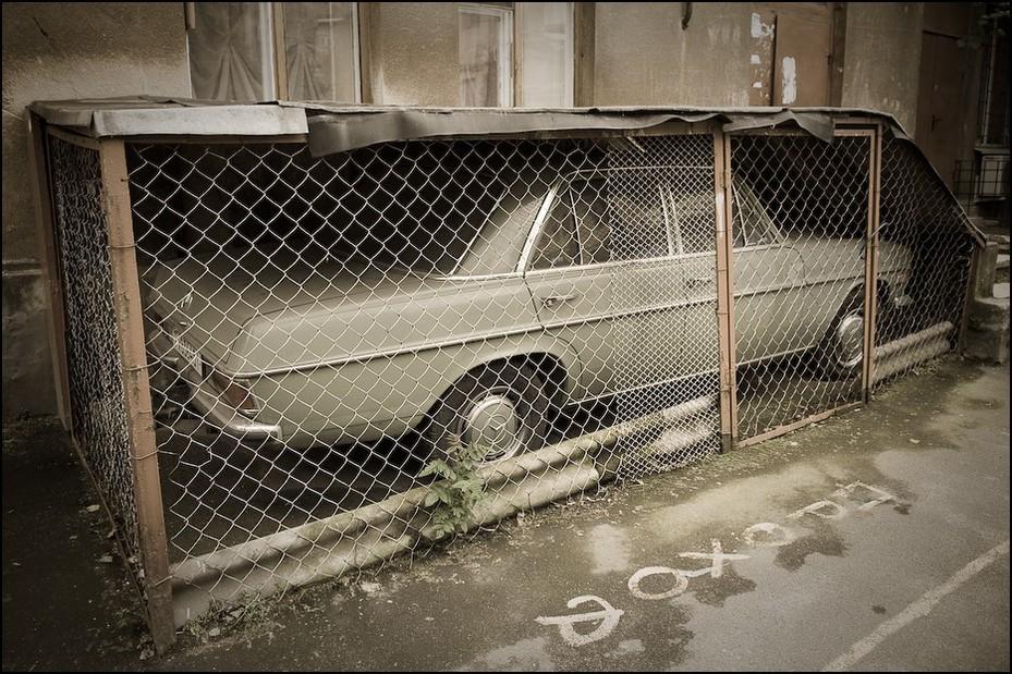 Idealnie dopasowany garaż Ukraina, Odessa 0 Nikon D300 AF-S Zoom-Nikkor 17-55mm f/2.8G IF-ED samochód pojazd silnikowy pojazd na zewnątrz samochodu metal okno część samochodowa Schronisko dla zwierząt