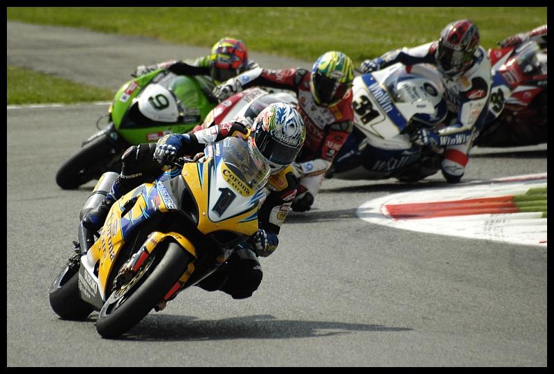 Monza Superbike monza superbike corona extra shark Nikon D70 Sigma APO 70-300mm f/4-5.6 Macro Sport Grand Prix wyścigi motocyklowe wyścigi tor wyścigowy Wyścigi superbike miejsce sportowe wyścigi drogowe wyścig motocyklowy kask motocykli Sporty motorowe
