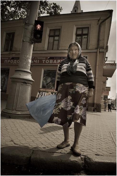 przejściu Ukraina, Odessa 0 Nikon D300 AF-S Zoom-Nikkor 17-55mm f/2.8G IF-ED infrastruktura ludzkie zachowanie na stojąco ulica Droga dziewczyna