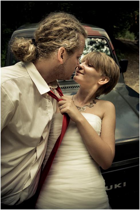 Plener Ewa Łukasz Nikon D300 AF-S Zoom-Nikkor 17-55mm f/2.8G IF-ED Ślubne fotografia panna młoda odzież dla nowożeńców ślub Pan młody ceremonia modne dodatki dziewczyna suknia ślubna romans