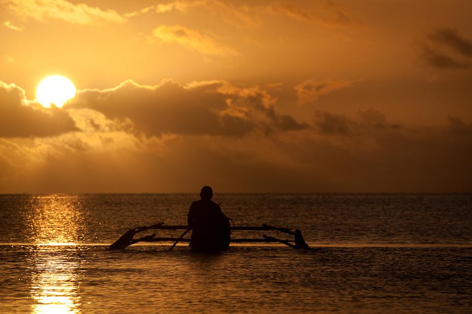 Rybak Krajobraz Nikon D300 AF-S Zoom-Nikkor 17-55mm f/2.8G IF-ED Zanzibar 0 niebo zachód słońca morze horyzont zbiornik wodny woda słońce poświata wschód słońca Chmura