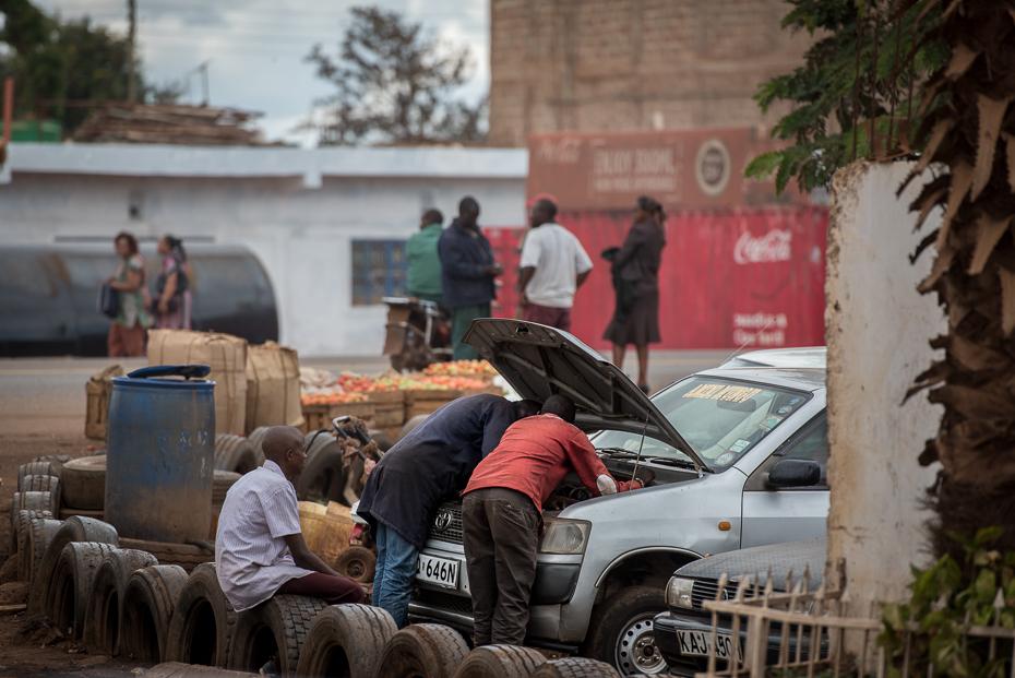 Naprawa samochodu Ulice nikon d750 Nikon AF-S Nikkor 70-200mm f/2.8G Kenia 0 samochód pojazd lądowy pojazd drzewo ulica roślina Droga tłum Miasto rekreacja