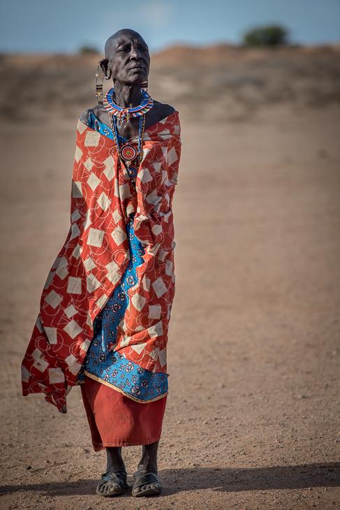 Masajka Masaje nikon d750 Nikon AF-S Nikkor 70-200mm f/2.8G Kenia 0 odzież wierzchnia włókienniczy dziewczyna piasek krajobraz