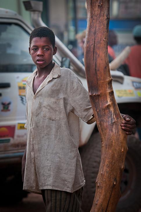 Chłopiec Diemy Mali Nikon D300 AF-S Nikkor 70-200mm f/2.8G Budapeszt Bamako 0 człowiek świątynia samochód pojazd
