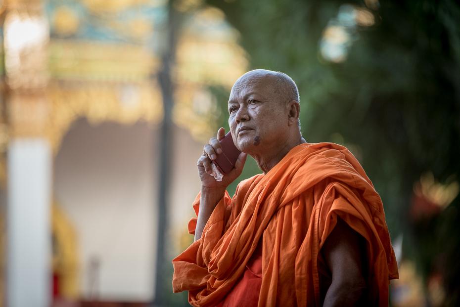 Mnich Pocztówka nikon d750 Nikon AF-S Nikkor 70-200mm f/2.8G Tajlandia 0 mnich lama religia świątynia statua tradycja zawód Gautama Budda starszy instytut religijny