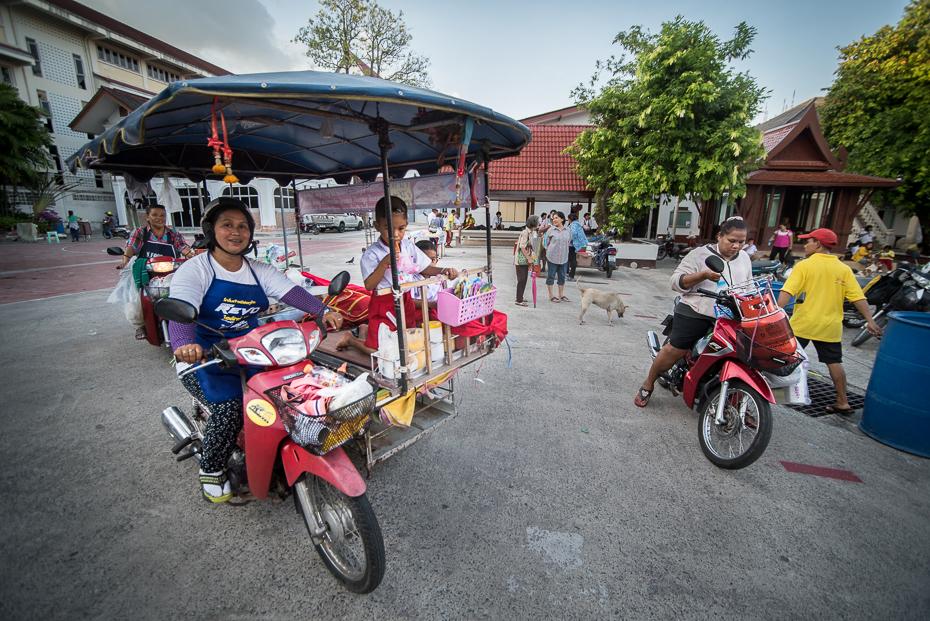 Fast food Small business nikon d750 Sigma 15-30mm f/3.5-4.5 Aspherical Tajlandia 0 pojazd lądowy samochód pojazd motocykl akcesoria rowerowe rower ulica rekreacja produkt