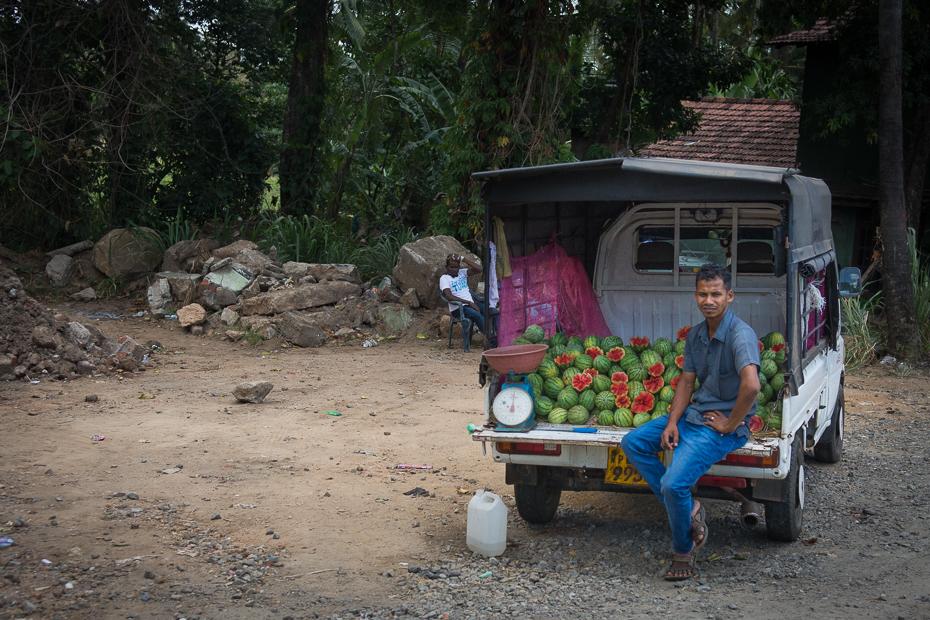 Sprzedawca arbuzów Street Nikon D7200 AF-S Zoom-Nikkor 17-55mm f/2.8G IF-ED Sri Lanka 0 roślina drzewo pojazd rekreacja krajobraz samochód dżungla