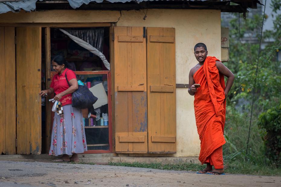 Mnich Street Nikon D7200 Nikkor AF-S 70-200 f/4.0G Sri Lanka 0 czerwony mnich świątynia dom tradycja rekreacja średniowiecze