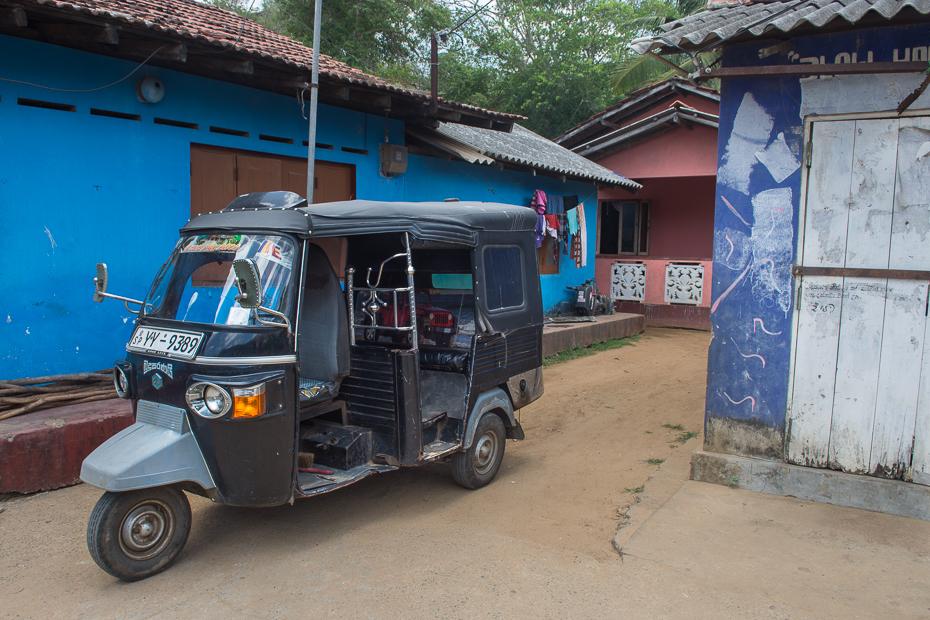Tuk tuk Street Nikon D7200 AF-S Zoom-Nikkor 17-55mm f/2.8G IF-ED Sri Lanka 0 pojazd silnikowy pojazd transport riksza rodzaj transportu skuter samochód pojazd użytkowy awangarda lekki pojazd komercyjny