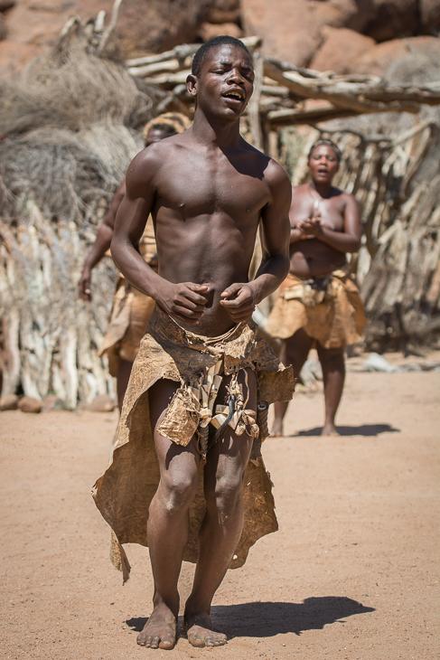 Damara bushman Street Nikon D7100 AF-S Nikkor 70-200mm f/2.8G Namibia 0 ludzie plemię świątynia człowiek barechestedness