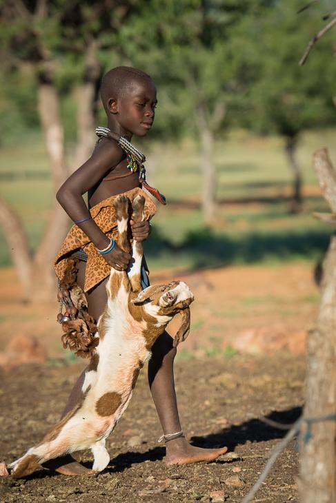 Wioska Himba Nikon D7100 AF-S Nikkor 70-200mm f/2.8G Namibia 0 drzewo dziewczyna dziecko zabawa roślina trawa rekreacja