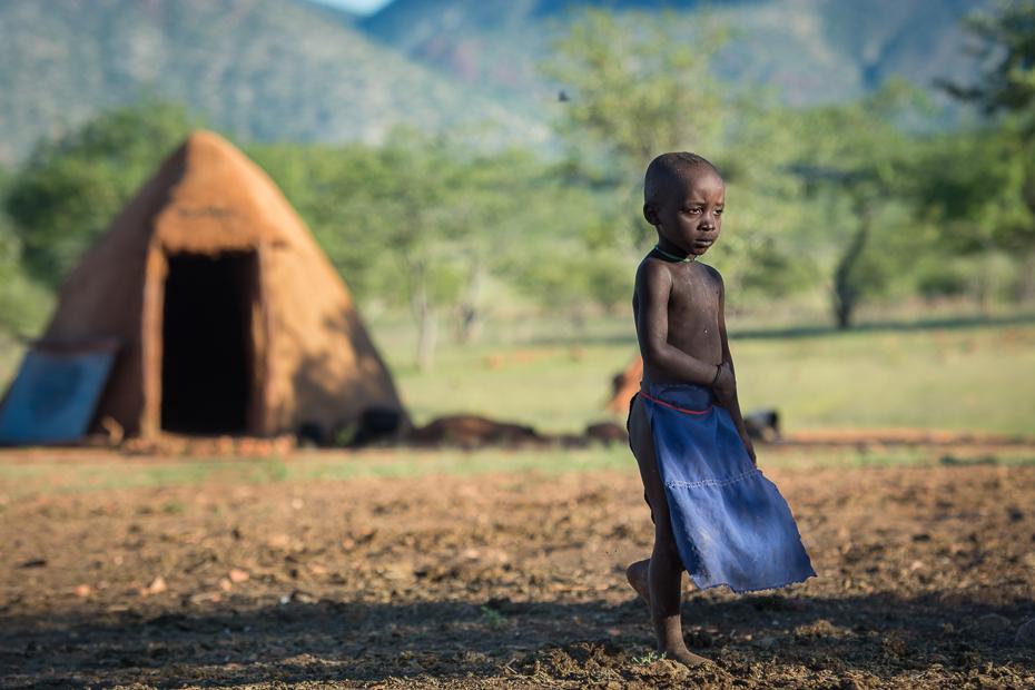 Wioska Himba Nikon D7100 AF-S Nikkor 70-200mm f/2.8G Namibia 0 dziecko drzewo obszar wiejski ranek trawa pole dziewczyna niebo roślina światło słoneczne
