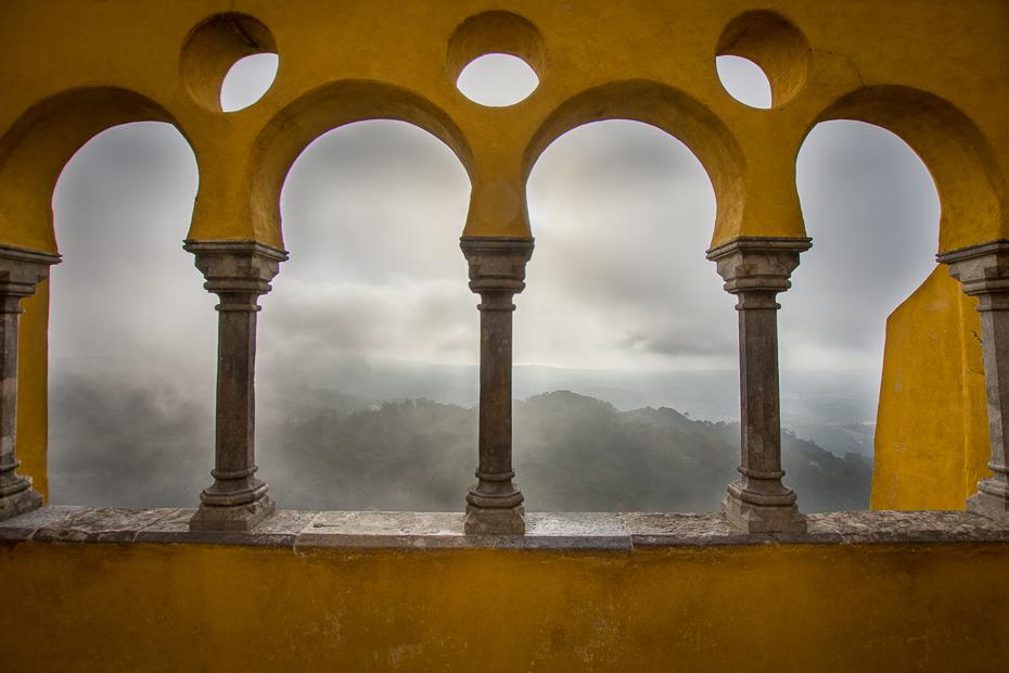 Widok pałacu Sintra Nikon D7200 Sigma 10-20mm f/3.5 HSM Portugalia 0 łuk kolumna Struktura Ściana architektura arkada Historia starożytna niebo symetria okno