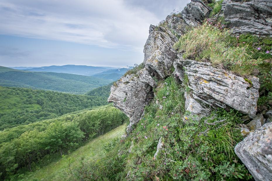 Bieszczady 0 Lipiec Nikon D7100 Sigma 10-20mm f/3.5 HSM Biesczaty skała wegetacja niebo pustynia górzyste formy terenu Góra rezerwat przyrody średniogórze trawa skarpa