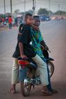 Chłopcy na motorze