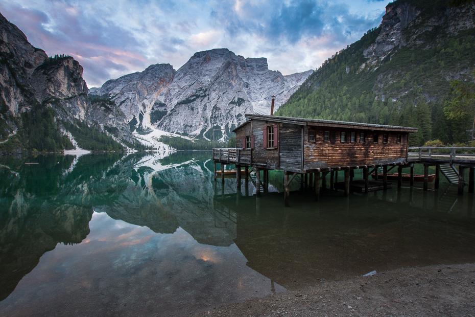 Lago Braies 0 Dolomity Nikon D7200 Sigma 10-20mm f/3.5 HSM odbicie Natura Góra górzyste formy terenu woda pustynia pasmo górskie niebo jezioro Alpy