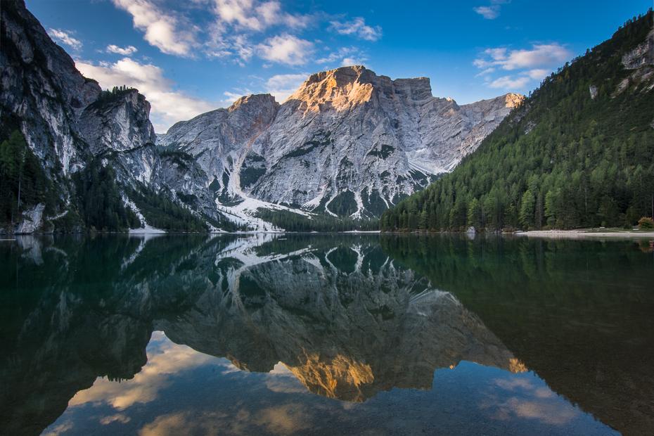 Lago Braies 0 Dolomity Nikon D7200 Sigma 10-20mm f/3.5 HSM odbicie Natura Góra pustynia woda Tarn jezioro górzyste formy terenu niebo zamontuj scenerię