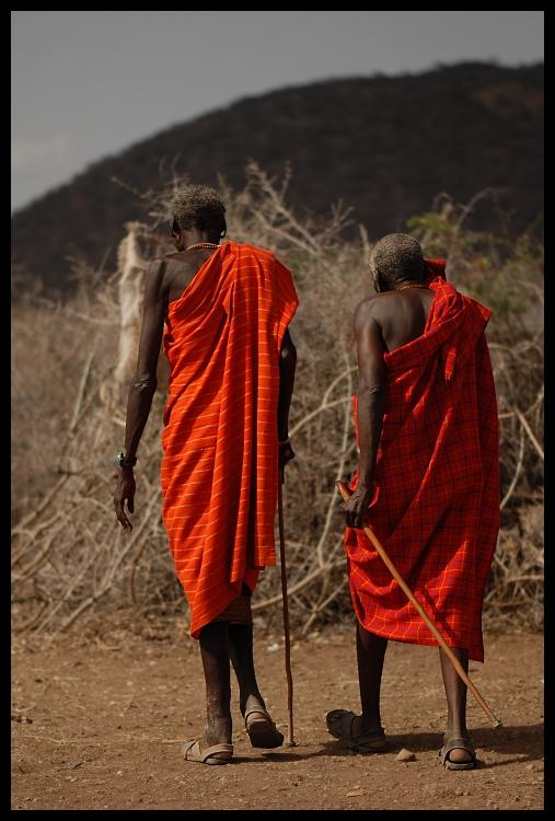 Samburu Ludzie ludzie Nikon D200 AF-S Micro-Nikkor 105mm f/2.8G IF-ED Kenia 0 czerwony na stojąco sukienka odzież wierzchnia świątynia człowiek dziewczyna zbiory fotografii mnich plemię