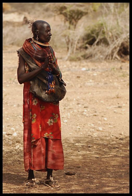 Samburu Ludzie ludzie Nikon D200 AF-S Micro-Nikkor 105mm f/2.8G IF-ED Kenia 0 plemię na stojąco świątynia człowiek dziewczyna gleba