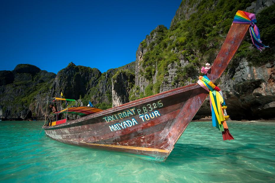 Łódź longtail Pocztówka nikon d750 Sigma 15-30mm f/3.5-4.5 Aspherical Tajlandia 0 Natura transport wodny woda formy przybrzeżne i oceaniczne morze turystyka długa wąska łódka wakacje niebo łódź